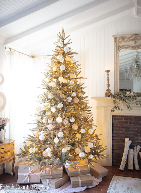 Elegant Christmas- Gold tree in the bedroom