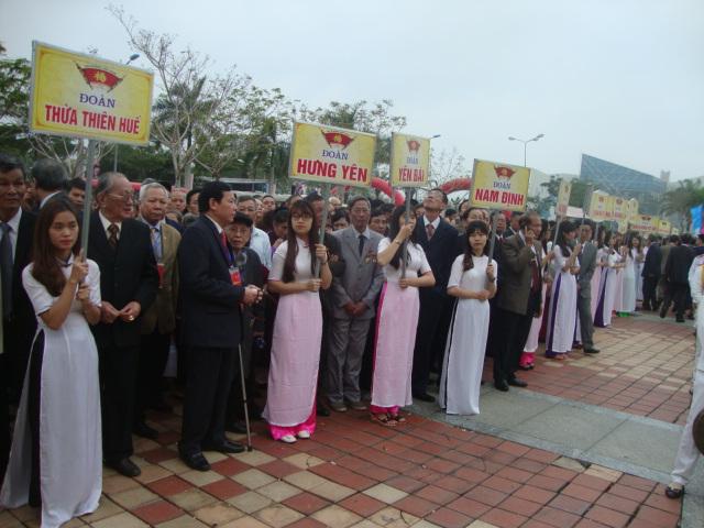 Đoàn đại biểu H D Hưng Yên trong Lễ diễu hành của Họ Dương VN