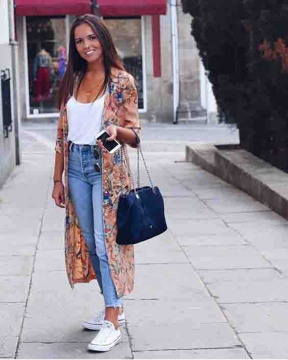 Kimono, calça jeans e all star
