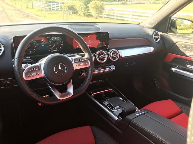 Instrument panel in 2020 Mercedes-Benz GLB 250 4MATIC