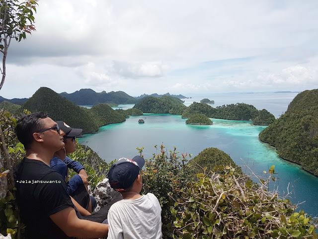 Wayag, Raja Ampat Destinasi Hijau Papua Ⓒjelajahsuwanto