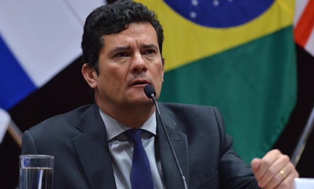 Moro pede exoneração e acusa Bolsonaro de interferir na PF para ter acesso a informações sigilosas