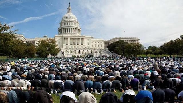 Hina Islam, Baliho Raksasa di Amerika ini Malah Bikin Malu Warga Non Muslim