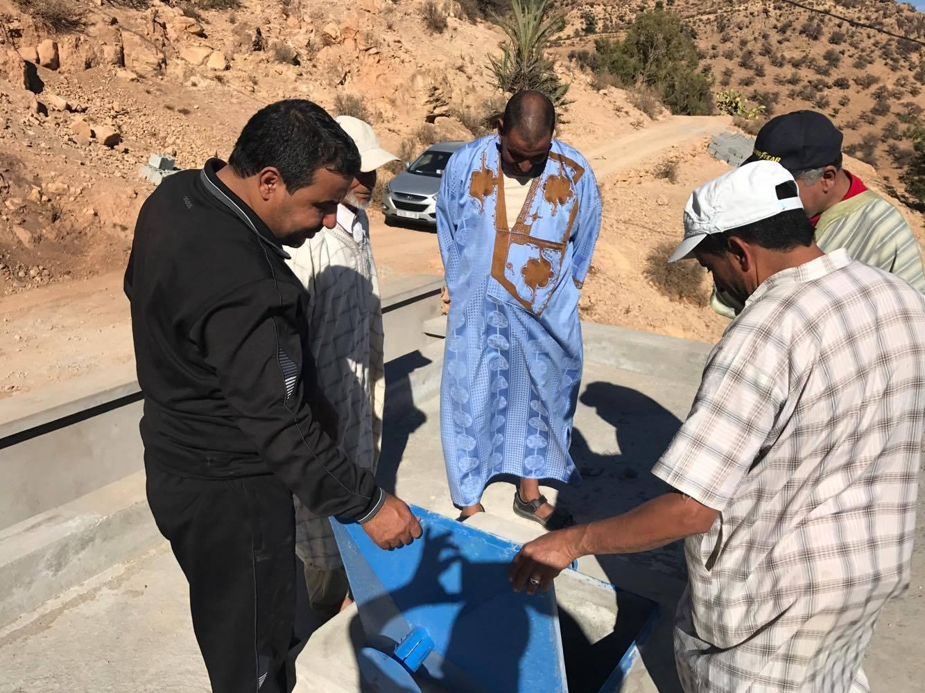 رئيس جماعة تافنكولت يتفقد اللمسات للدواوير المتبقية من التزويد بالماء الصالح للشرب