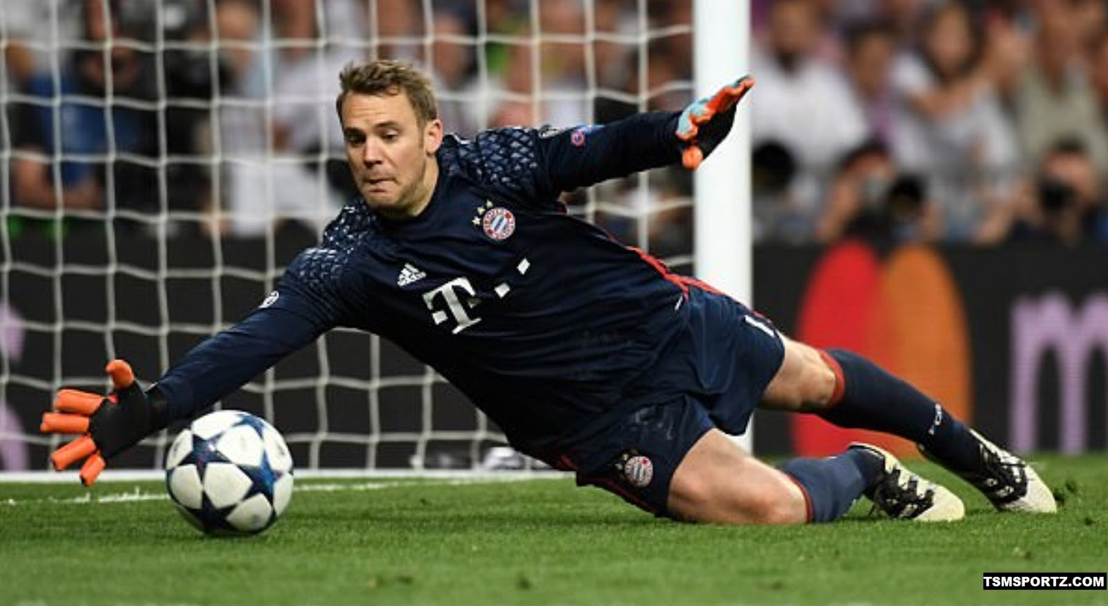 Weekly wage increase for Manuel Neuer contract 2017