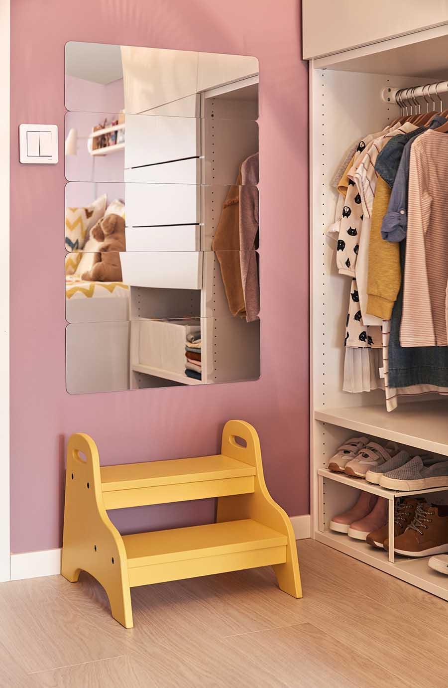 catálogo ikea 2020 the lab home españa dormitorio espejo niños y taburete escalón amarillo