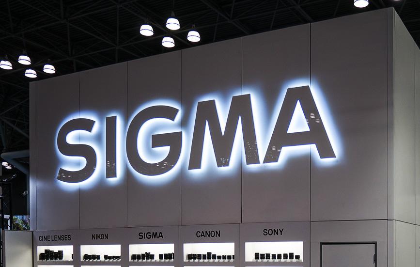 Логотип Sigma на выставочном стенде