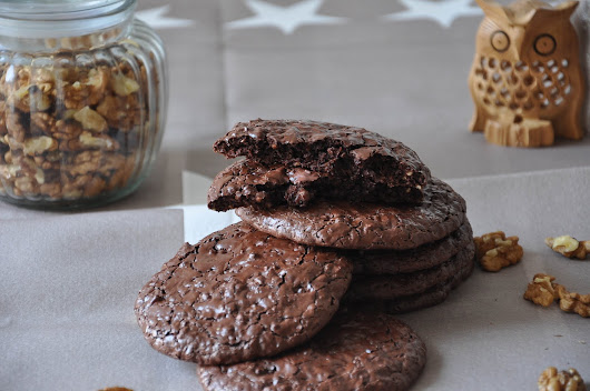 Flourless and fudgy chocolate walnut cookies