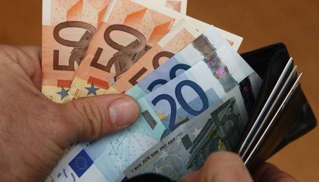 Τα χρήματα που κερδίζουν μισθωτοί, συνταξιούχοι και επαγγελματίες από την μείωση της φορολογίας