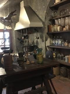 金の鷲薬局博物館の錬金術展示