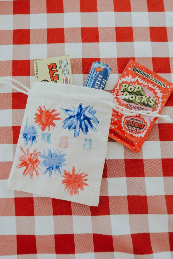 A Popping 4th of July Craft for your whole family! by mom blogger Michelle of Mumsy