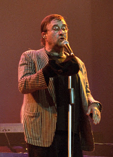 The singer-songwriter Lucio Dalla on stage in 2009