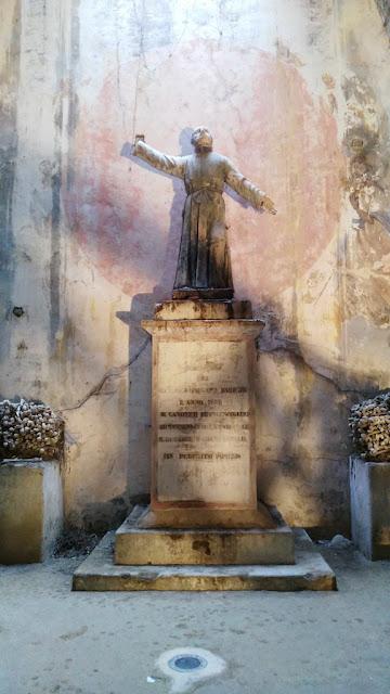 Statua di Gaetano Barbati-Cimitero delle fontanelle-Rione Sanità-Napoli