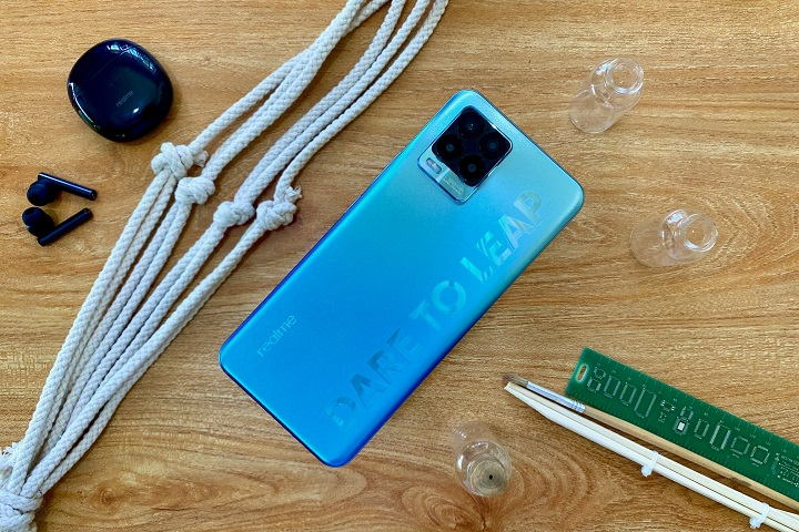 realme 8 Pro Unboxing with Sample Photos