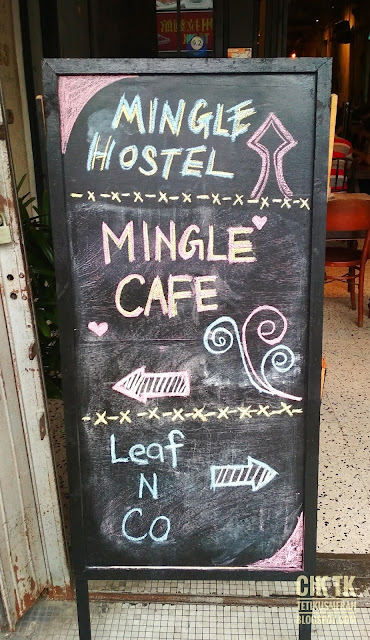 papan tanda leaf & co. dan mingle cafe