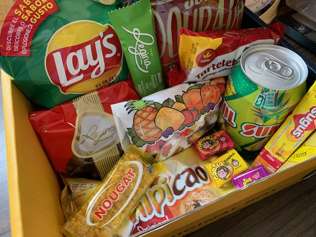 Contents of Snack Surprise Portugal box