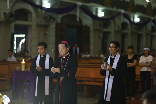 Ngày thứ Ba: Kính viếng và cầu nguyện cho Đức cha Phanxicô Xaviê Nguyễn Văn Sang - Ảnh minh hoạ 51