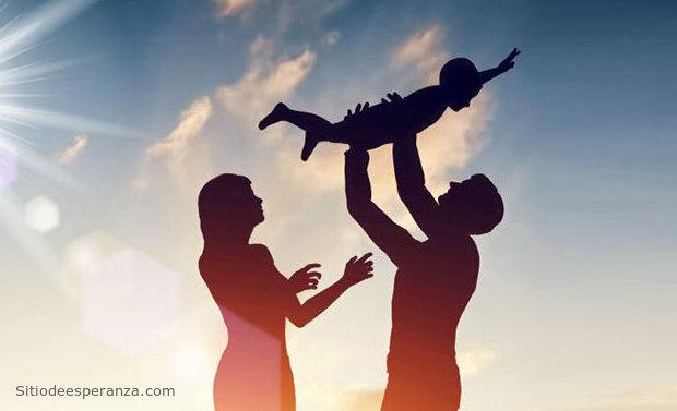 Padres criando a los hijos