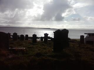výhľad z múzea na cintorín