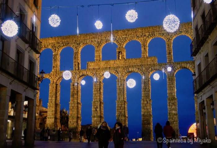 Segovia 世界遺産セゴビアのライトアップされたローマ水道橋