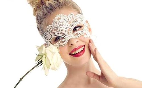 7 Trucos de maquillaje para ser la más guapa de una noche de verano :