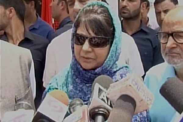 mehbooba-mufti-dont-want-indian-citizen-to-by-house-in-kashmir