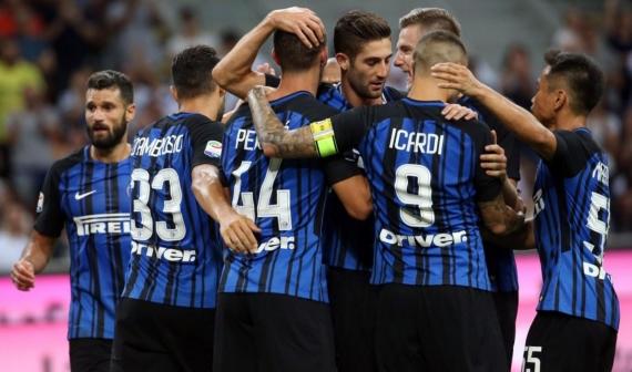 Inter Milan celebrate their 3-0 win over Fiorentina