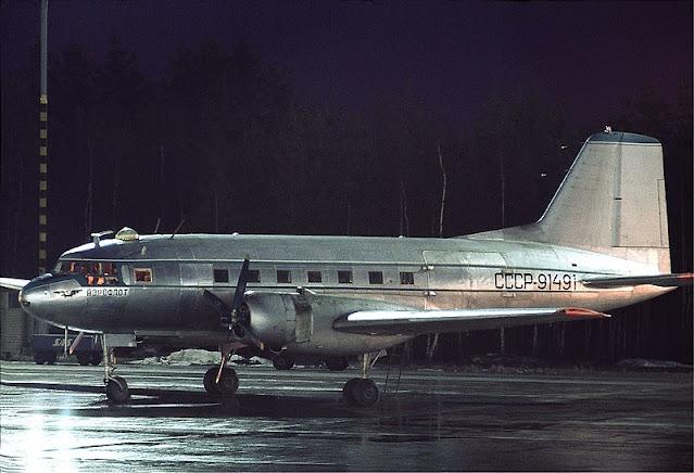 Аналогичный самолет Ил-14 на аэродроме (Lars Söderström)