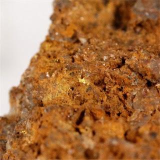 ouro na limonita