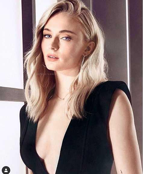 Đường cong hút mắt của nữ diễn viên 9X có triệu người theo dõi