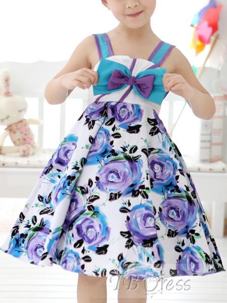 vestido y prendas para niñas en tonos primaverales