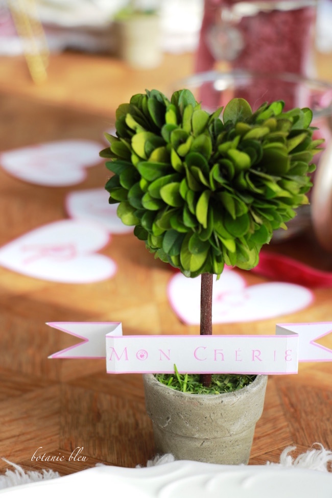boxwood-heart-topiary-placecard-holder