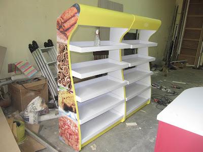 Desain Furniture Display Untuk Toko Pusat Oleh-Oleh Roti + Furniture Semarang