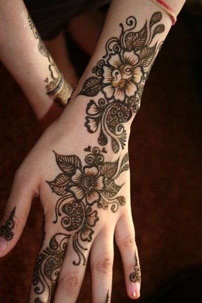 Latest-Beautiful-Mehndi-Designs-For-Girls-HD-Images