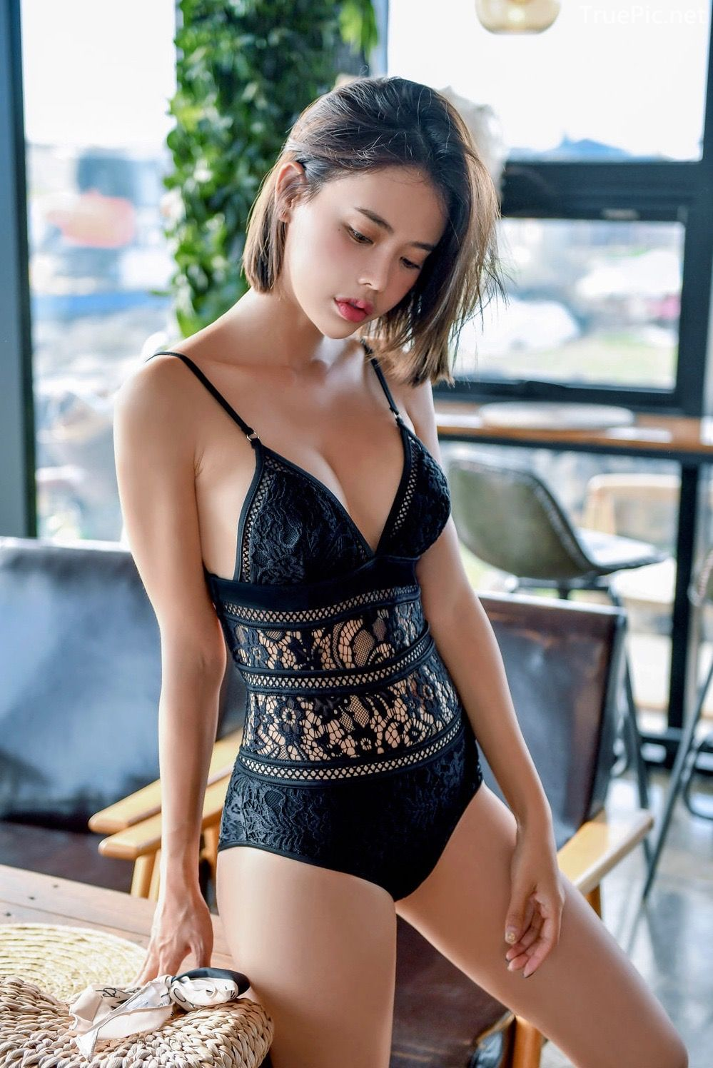 Korean hot model and fashion - Song Yi - Black and White Swimsuit for Summer Vacation - Picture 4