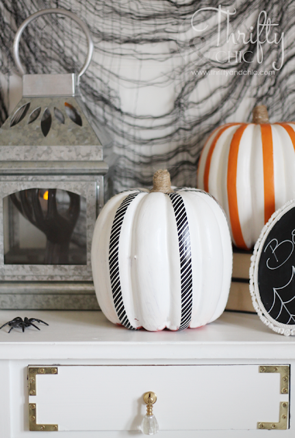 Last minute easy Halloween decor ideas and projects. DIY Halloween decor. How to decorate for Halloween. Best Halloween project tutorials.