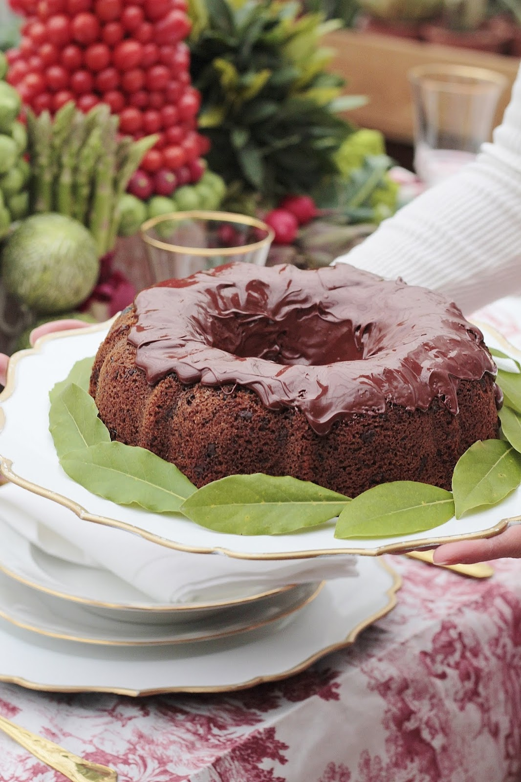 torta con bacche di goji e glassa al cioccolato