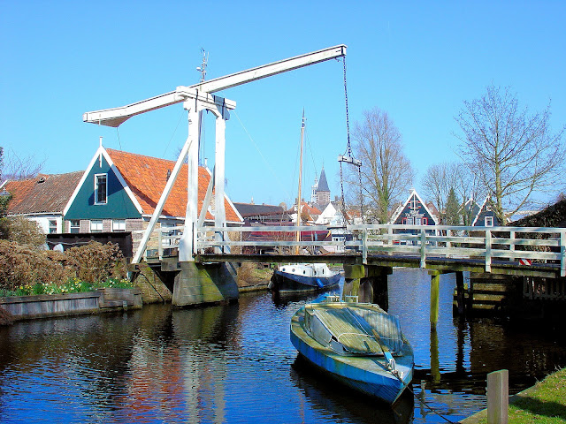 A painting waiting for its canvas. Idyllic scenes like this presented themselves to me throughout my tour of Edam.
