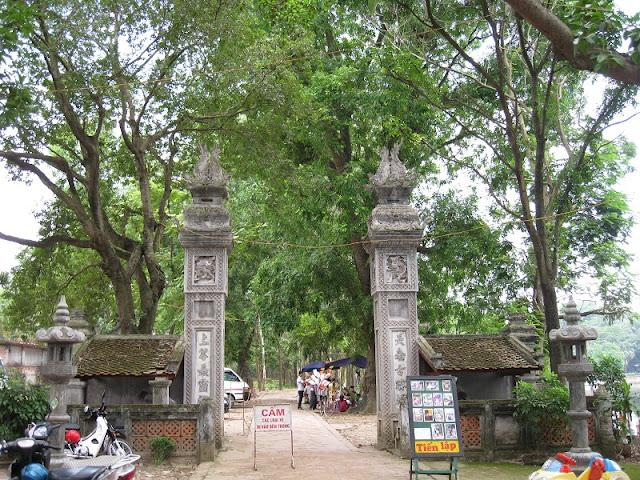 Voi Phuc Temple Festival