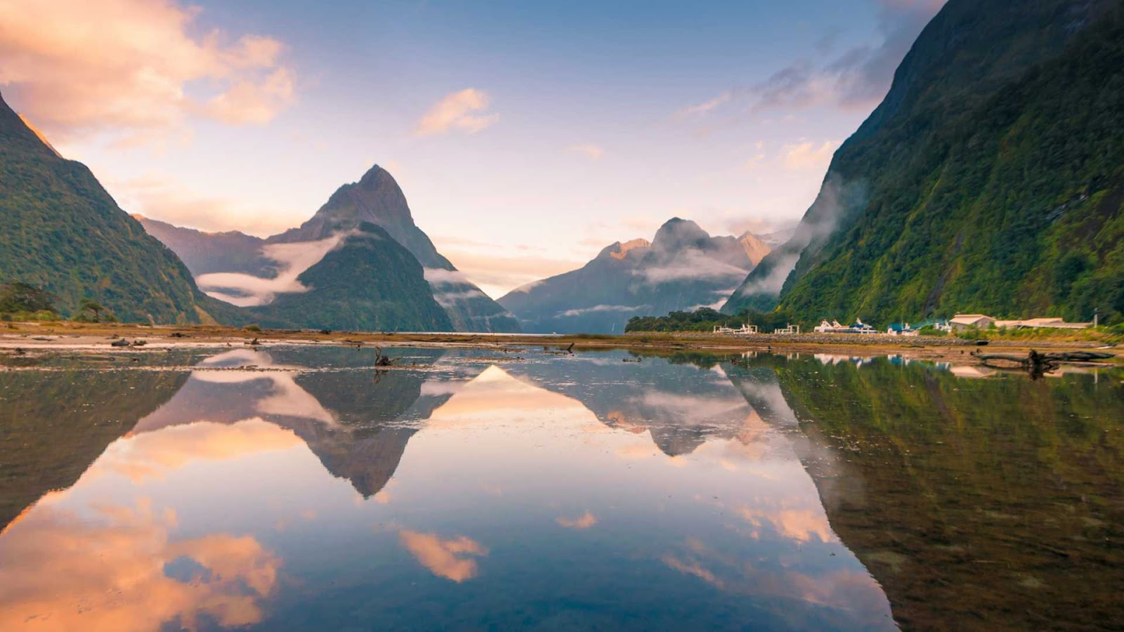 Milford Sound: Travel New Zealand and Discover the Kiwi Land