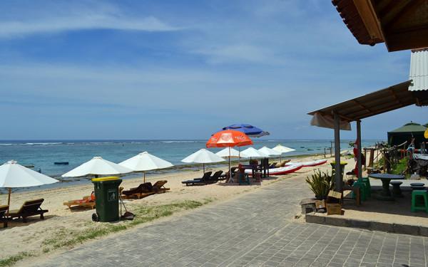 Bersantai di Pantai Pandawa Bali