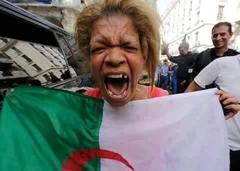 مشجعات المنتخب الجزائري