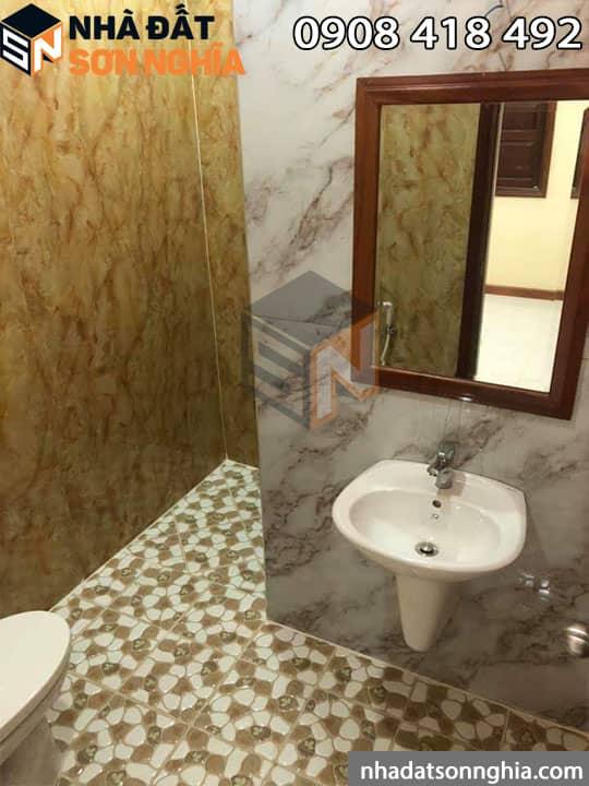 Mỗi phòng 1 toilet riêng