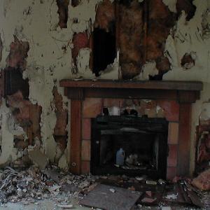 GamesBold Abandoned Spooky House Escape