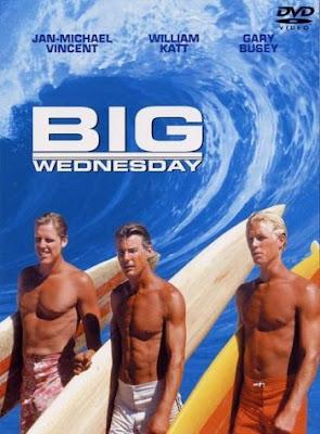 William Katt, a la derecha, luciendo un moreno surfista, en 'El gran miércoles'