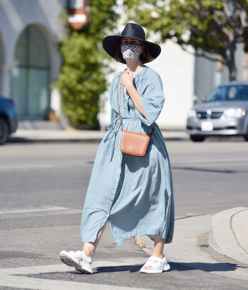 Sarah Paulson Clicked While  Shopping in Los Angeles30 Jul-2020