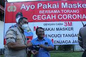Cegah Covid-19, Polda Sulut Bagikan Masker di Bandara Sam Ratulangi Manado