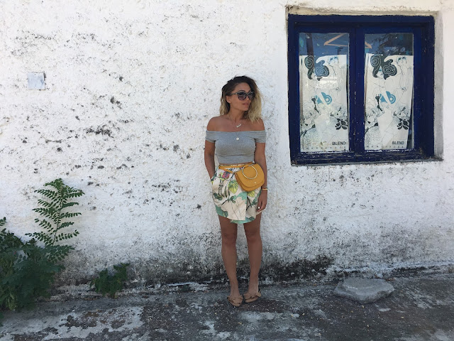 How to wear waist bag, how to wear floral print for fall, how to wear florals, how to wear slides, outfits with slides, best canadian fashion blogger, gucci waist bag, outfit in greece, best fall style, summer outfit inspiration