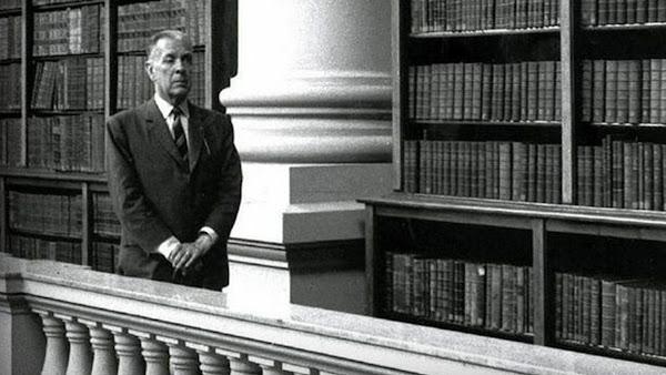 Los libros que no pueden faltar en una biblioteca, según Jorge Luis Borges