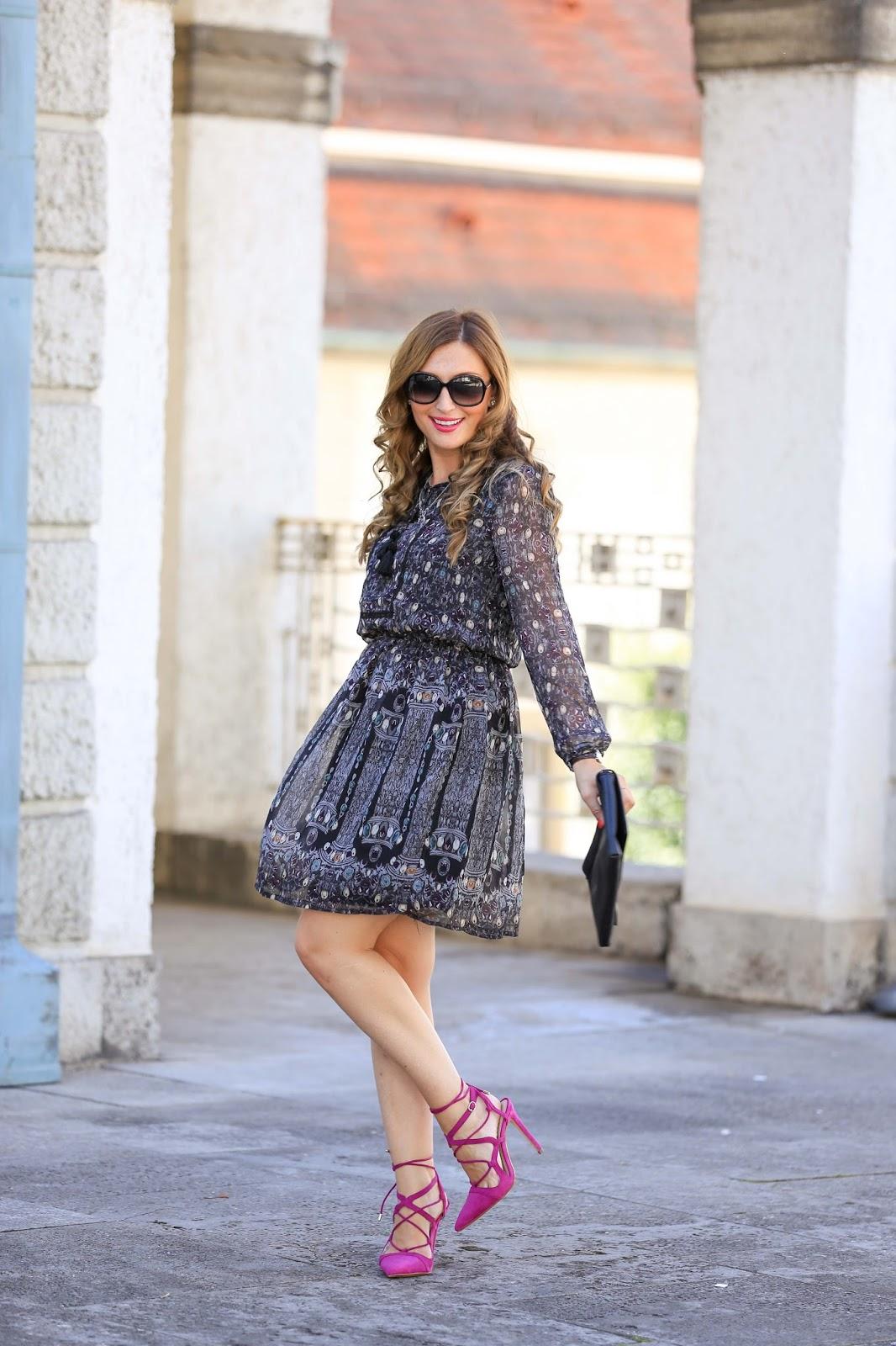 Fashionstylebyjohanna im Kleid -Winterkleid-Pinke Schuhe-Colloseum-Wie kombiniere ich pinke Schuhe-was kann man zu pinken Schuhen tragen-Blogger aus Deutschland -Frankfurt-Blogger aus Frankfurt - Frankfurt Fashionblogger-Deutsch